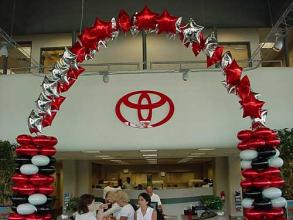 Toyota Balloon Arch with Columns
