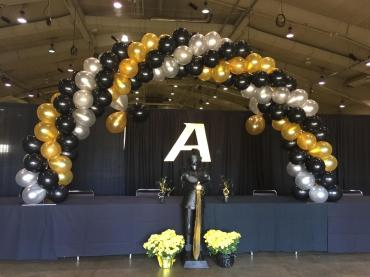 Tabletop Swirl Arch in Gold & Black